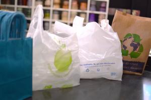 Les sacs plastique en accord avec la loi